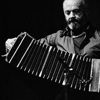 Astor Piazzolla, Presentania, Piano