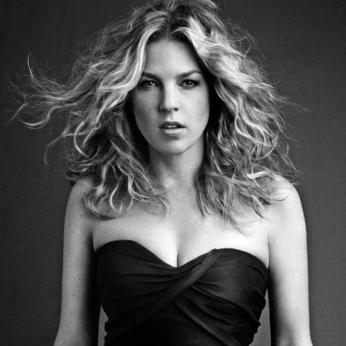 Diana Krall, Just Squeeze Me (But Don't Tease Me), Piano, Vocal & Guitar (Right-Hand Melody)