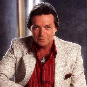Mickey Gilley, Don't The Girls All Get Prettier At Closin' Time, Piano, Vocal & Guitar (Right-Hand Melody)
